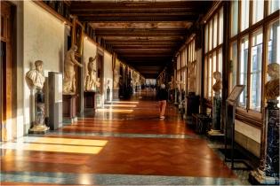 Uffuzi Sculpture. Gallery, Florence, Italy - Derek Chambers