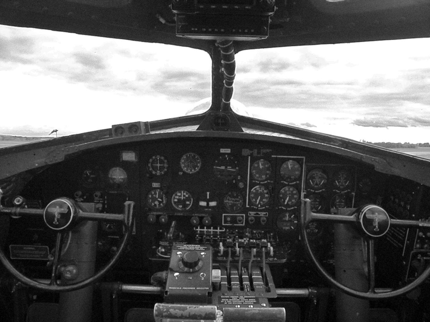 B17 Bomber Sentimental  Journey - Kevin Haggkvist