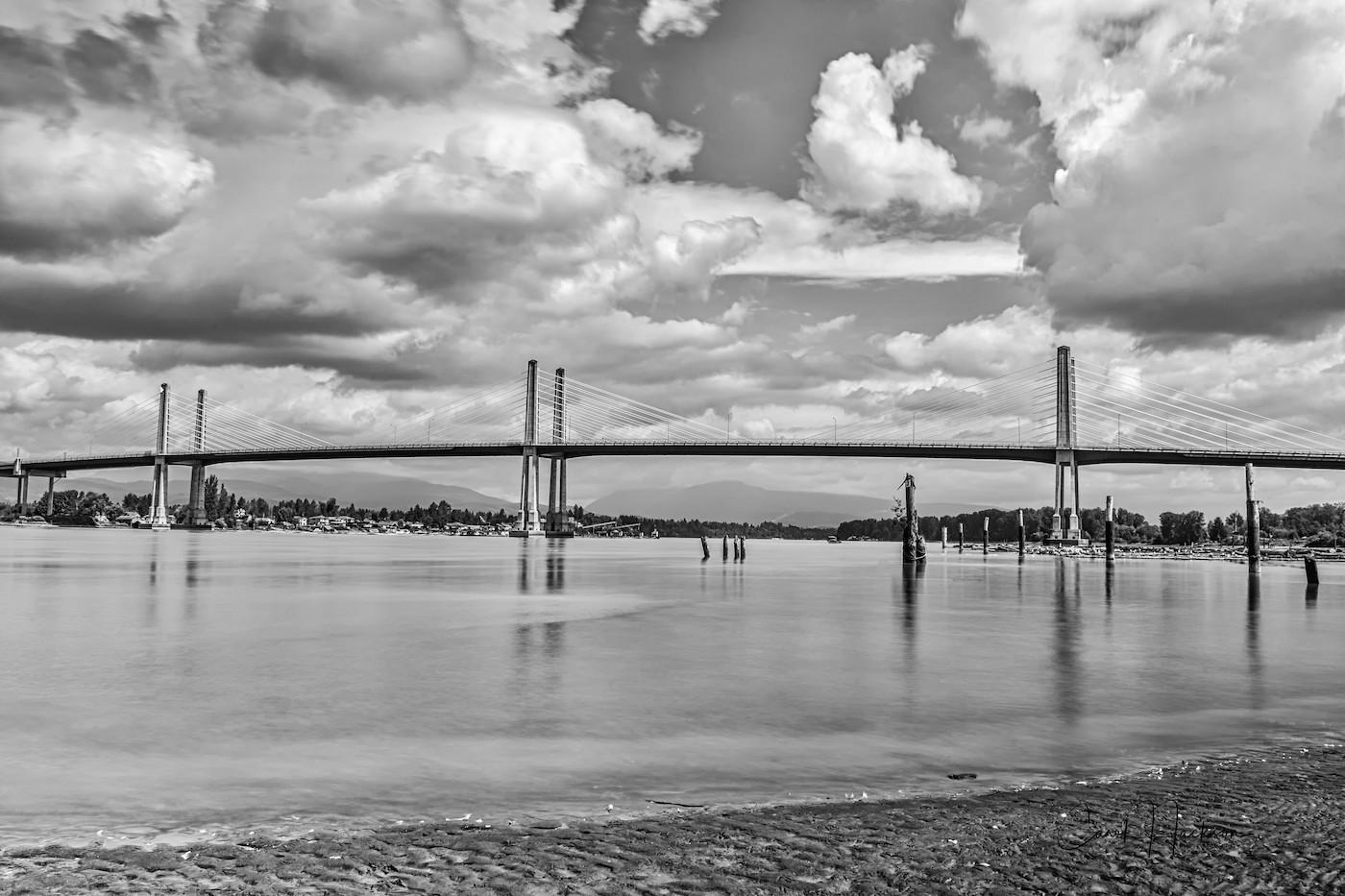 Golden-Ears-Bridge-from-shores-of Barnston-Island-in-Surrey-CJJ