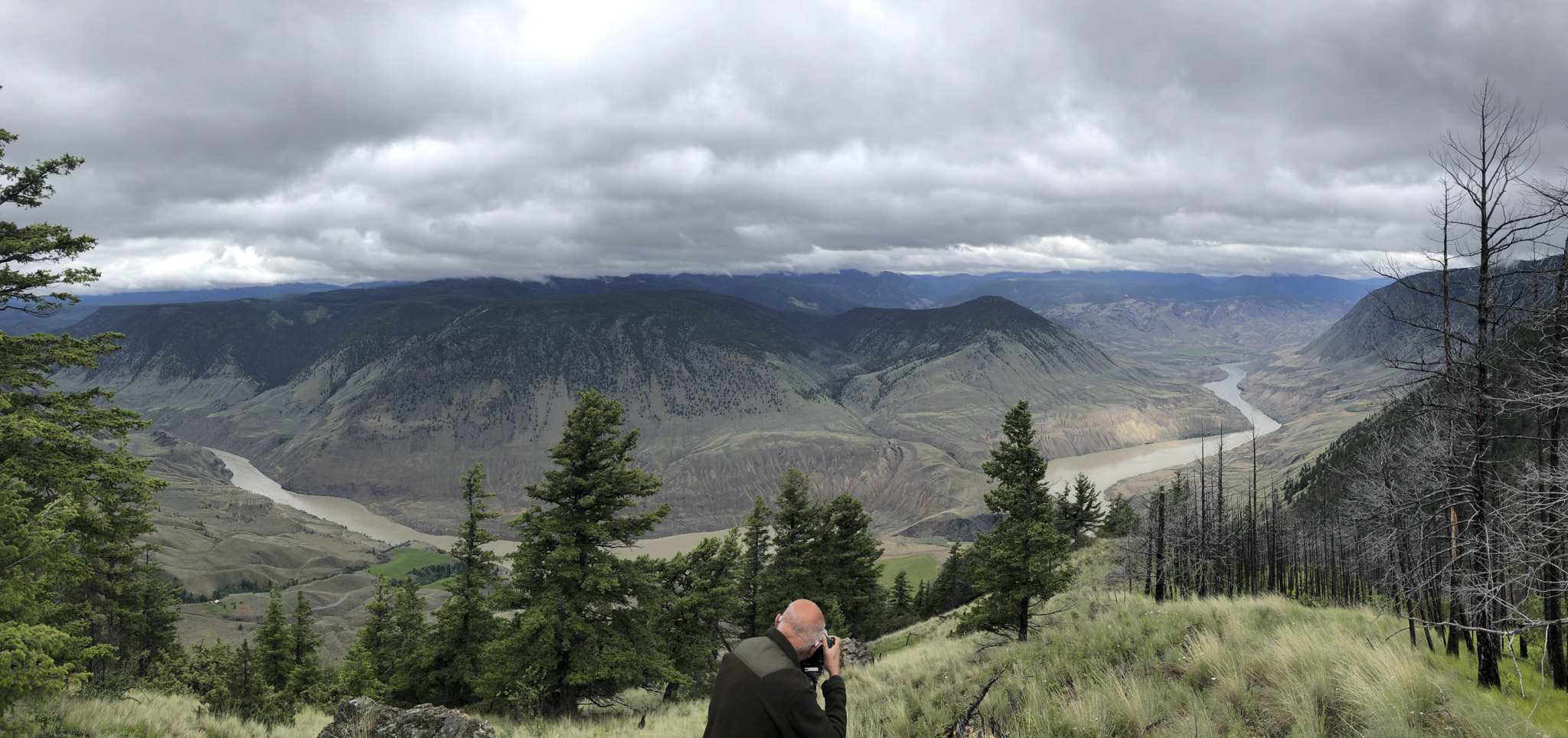 Cougar Point Pano with Photographer - Derek Chambers IMG_3472