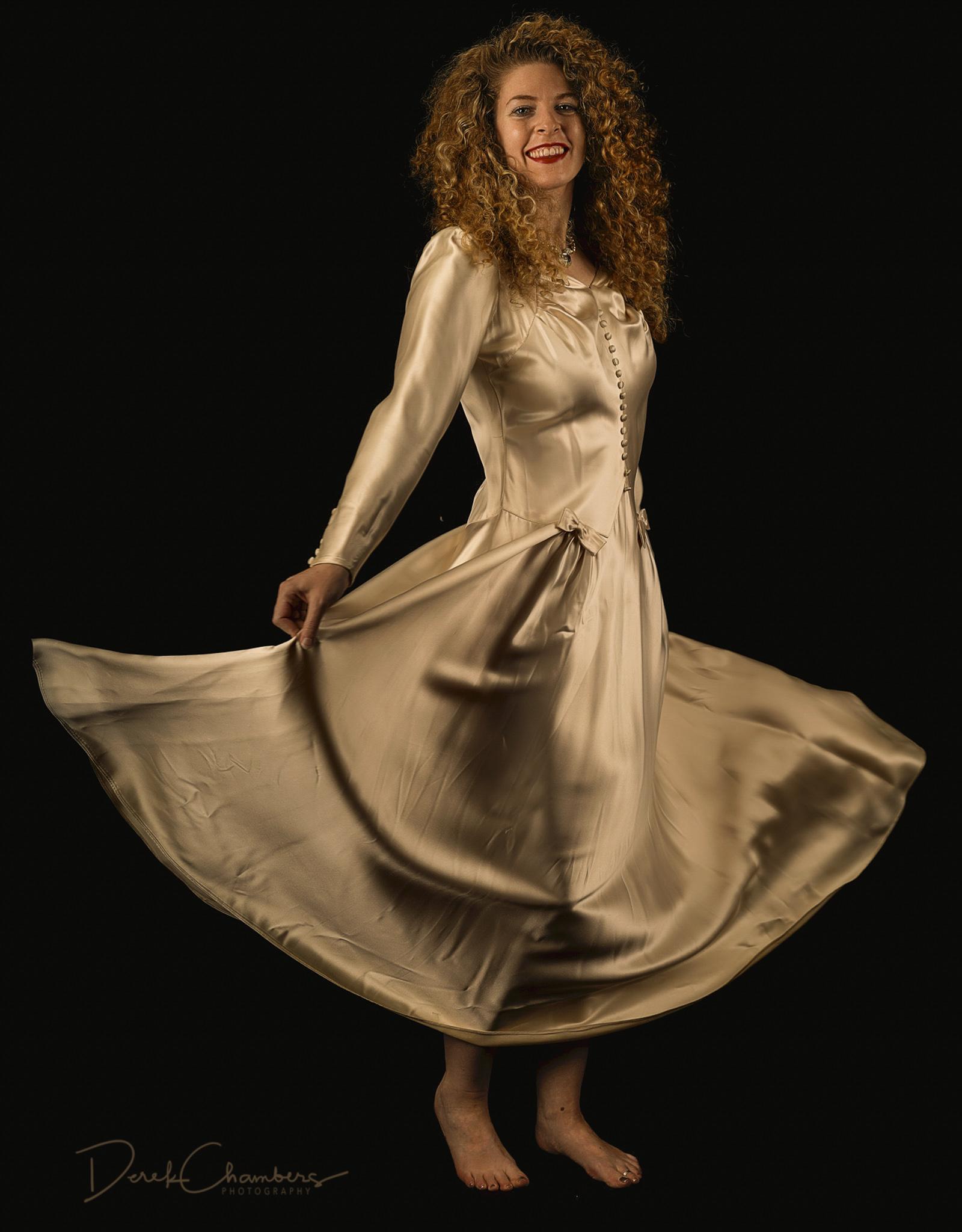 Kendra Cox and the Wedding Dress - Derek Chambers