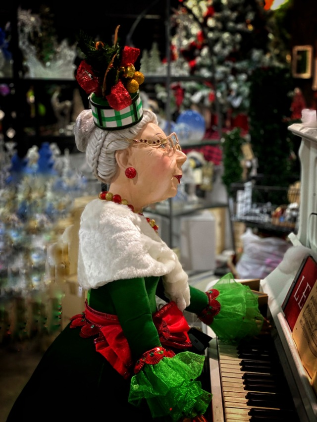 CarolJ Festive Piano Player