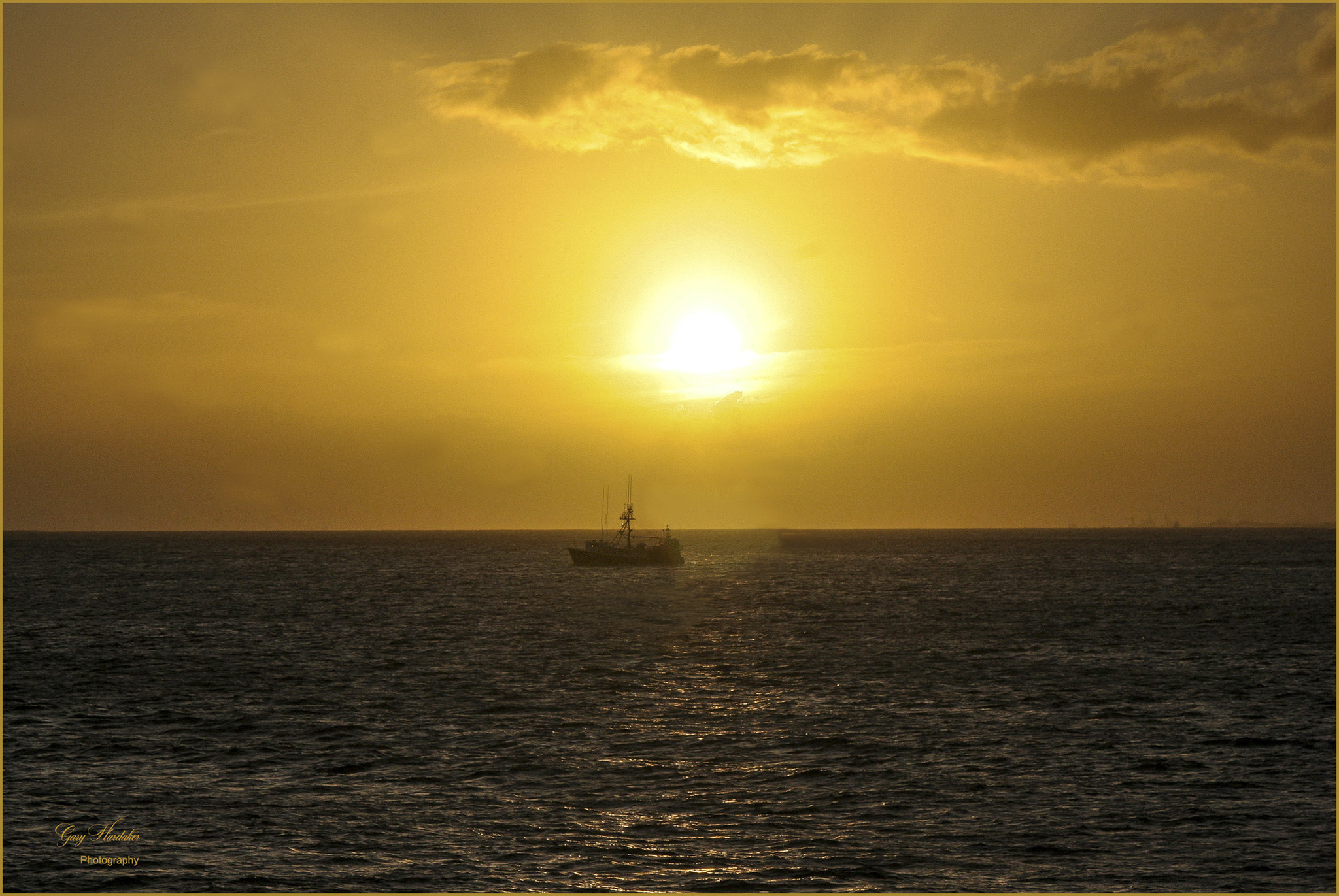 Gary Hardaker- Sunset off Waikiki Beach