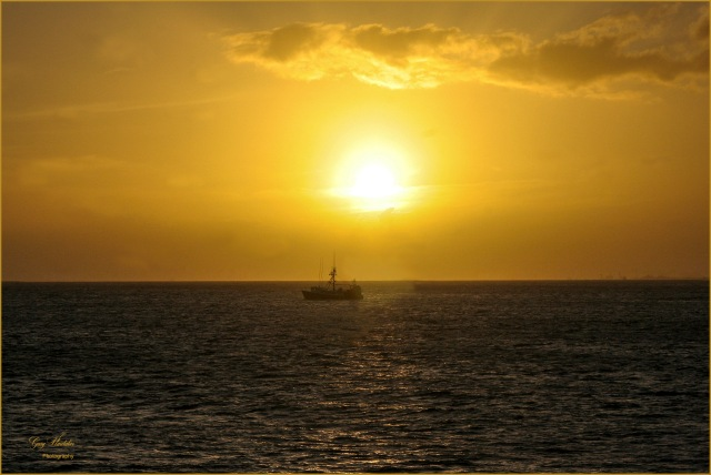 Gary Hardaker- Sunset off Waikiki Beach