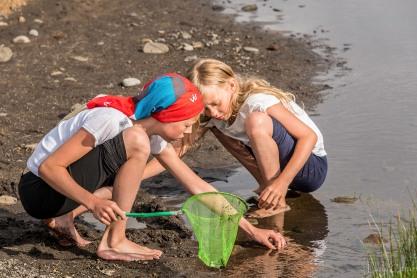 Budding Marine Biologists, Iceland. © Larry Citra